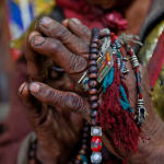 lama-holds-tibetan-rosary-670